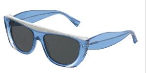 Il modello Alain Mikli 5062 005 87 è esclusivo per la sua forma e per l' ottima calzata sul naso. Il colore della montatura è blue traslucente con un inserto bianco madreperlato Mikli